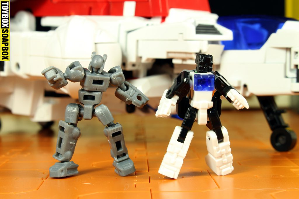 x2 toys skycrusher titan master and mini figure